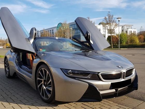 Zugeschlagen - Einer der allerletzten BMW i8 roadster